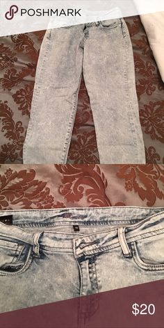 Acid wash straight leg crop jeans Beautiful acid washed crop jeans. Worn maybe 3 times, and in perfect condition. Slight stretch, but definitely a thicker denim. KUT from the kloth Jeans Ankle & Cropped