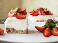 Strawberry Blondies with Whipped Cream Frosting - A Latte Food Stabilized Whipped Cream, Whipped Cream Frosting, Homemade Whipped Cream, Strawberry Patch, Strawberry Recipes, Spring Desserts, Dessert Bars, Blondies, The Fresh