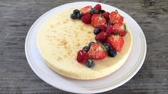 Osteiskake med bær Pudding Desserts, Panna Cotta, Cheesecake, Cooking, Healthy, Recipes, Food, Strawberries, Tarts