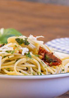 Italienische Küche: Spaghetti mit getrockneten Tomaten - mit unserer Videoanleitung absolut gelingsicher :-)