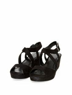 Black (Black) Wide Fit Black Cross Strap Flatform Sandals   306974201   New Look