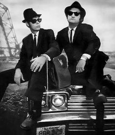 The Blues Brothers.Dan Aykroyd as Elwood Blues, with John Belushi Dangerous Minds, Chapeau Trilby, Blues Brothers 1980, Brothers Movie, Blues Brothers Costume, Movie Stars, Movie Tv, Foto Glamour, Bon Film