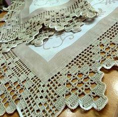 How To Crochet The French Vanilla Button - Diy Crafts - Marecipe Crochet Edging Patterns, Crochet Lace Edging, Crochet Borders, Crochet Doilies, Hand Crochet, Crochet Bedspread, Crochet Tablecloth, Diy Crafts Crochet, Crochet Gifts