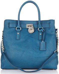 bolso de piel en color celeste...love this shade of blue...would look fantastic with jeans too...I want it!