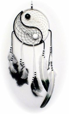 monochrome dream catcher, with white and black feathers, matching two-tone beads, and a yin and yang motif - Salvabrani Yin Yang, Diy Dream Catcher Tutorial, Diy And Crafts, Arts And Crafts, Jolie Photo, Black Feathers, String Art, Suncatchers, Wind Chimes