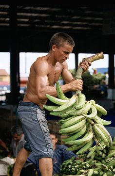 Day workers unload bananas in an open air market in Manaus, Brazil. Photo: © Julio Pantoja / World Bank Photo ID: World Bank Manaus Brazil, Brazilian Fruit, People Around The World, Around The Worlds, Visit Brazil, World Street, Working People, World's Fair, Ways To Lose Weight
