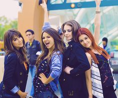 The girls from victorious Victoria Justice,Ariana Grande,Elizabeth Gillies & Danielle Monet! Victorious Nickelodeon, Icarly And Victorious, Victoria Justice, Winx Club, Sam E Cat, Jade And Beck, Liz Gilles, Danielle Victoria, Daniella Monet