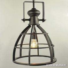 Stoere metalen hanglamp industrie Amy - www.straluma.nl Light Fittings, Ceiling Lights, Lighting, Pendant, Dinner, Home Decor, Bed Reading Light, Office Lamp, Light Fixture