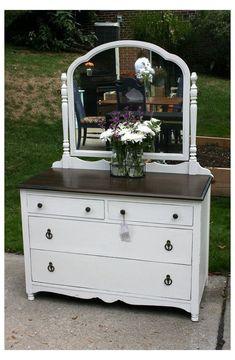 Paint Furniture, Furniture Projects, Furniture Makeover, Bedroom Furniture, Bedroom Decor, Mirror Bedroom, Antique Dresser With Mirror, Antique Dressers, Refurbished Dressers