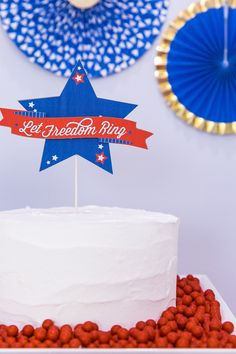 Let's make a of July cake topper With The Cricut Knife Blade! This cake topper is sturdy and will last holiday to holiday! For more Knife Blade projects visit me at The Celebration Shoppe! Fourth Of July Drinks, 4th Of July Cake, 4th Of July Party, July 4th, Patriotic Crafts, July Crafts, Patriotic Party, Do It Yourself Crafts, Themed Cakes