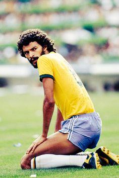 Socrates 1982 World Cup Brazil Football Team, Football Icon, Best Football Players, Football Uniforms, World Football, School Football, Soccer Players, Football Soccer, Soccer Stars