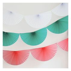 Paper fans are the most chic party decoration ! When they're hung up, they bring a romantic touch to your room decoration; Pink Bunting, Bunting Garland, Diy Garland, Keep Calm And Diy, Diy Paper, Paper Crafts, Paper Fan Decorations, Origami Wedding, Diy Fan