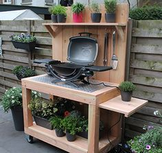 I would use this as a plant potting cart. I like the wheels which would allow to relocate it as needed. Outdoor Cooking Area, Outdoor Dining, Outdoor Decor, Outdoor Landscaping, Backyard Patio, Grill Stand, Grill Table, Palette Diy, Outdoor Garden Furniture