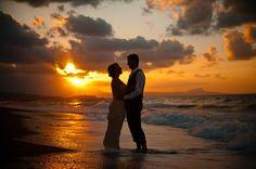 Sunset at the beach. Romantic wedding in Crete / Zachód slońca na plaży. Romantyczny ślub na plaży.