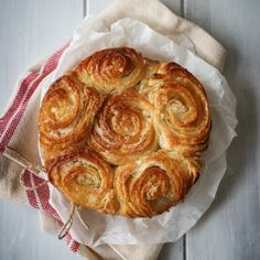 Kouign Amann is like caramel butter heaven, in a pastry format. There's nothing better than this and a cup of tea, I swear to you! Desserts Français, Dessert Recipes, French Desserts, Churros, Kouign Amman, Pastry Recipes, Cooking Recipes, British Baking, Sweet Bread