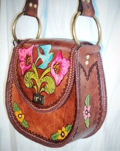 What a fun '60s look leather shoulder bag.