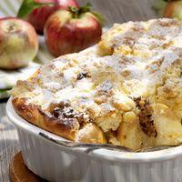 Mandeln ohne Fett rösten. Backofen auf 180 °C Ober- und Unterhitze vorheizen. Äpfel waschen, Kerngehäuse herausstechen. Äpfel mit Zitronensaft...