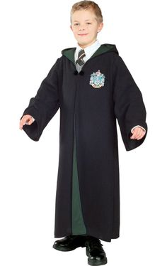 All the way from the wizarding world comes the Harry Potter Deluxe Slytherin Robe Child's Halloween Costume. This magical robe comes complete with attached hood, front side closure, and an embroidered Slytherin crest patch. Draco Harry Potter, Draco Malfoy, Harry Potter Kids Costume, Cosplay Harry Potter, Harry Potter Robes, Severus Snape, Ravenclaw, Slytherin House, Hogwarts Houses