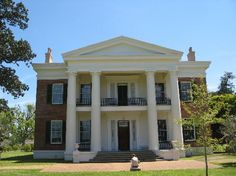 May 2020 - Part of Natchez National Historical Park, Melrose is an antebellum plantation that features a slavery exhibit. Southern Mansions, Southern Plantations, Southern Homes, Southern Comfort, Southern Style, Country Homes, Southern Charm, Plantation Homes, Arquitetura