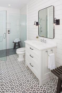 Nice 41 Beautiful Farmhouse Bathroom Remodel Ideas http://toparchitecture.net/2018/01/03/41-beautiful-farmhouse-bathroom-remodel-ideas/