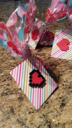 Valentine's day perler bead ideas - minecraft valentines - minecraft heart valentine Minecraft Heart, Handmade Beads, Bead Art, Perler Beads, Madness, Valentines Day, Arts And Crafts, Diy, Gift Wrapping