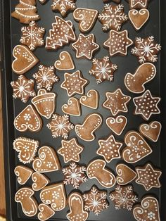 gingerbread cookies without molasses Christmas Sweets, Christmas Gingerbread, Christmas Cooking, Christmas Mood, Christmas Goodies, Gingerbread Decorations, Gingerbread Cookies, Christmas Biscuits, Chocolate Lollipops