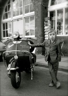 Young Mods, I liked it, it kept comming back in sight, had to pin it...this kid will be a very cool biker indeed
