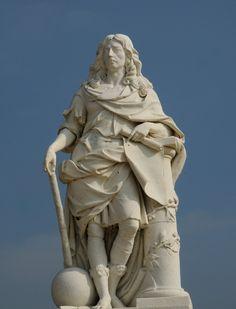Grand Condé. Antoine Coysevox. chateau de Chantilly- Pour sa dernière campagne à Saverne, le brillant guerrier a montré qu'il peut obtenir victoire sans livrer un sanglant combat. A partir de 1676, Condé va se retirer à Chantilly et reporter tout son intérêt à le rendre encore plus splendide. Les visiteurs s'empressent tant pour rencontrer l'hôte que pour voir ce beau domaine. Une petite cour se constitue.