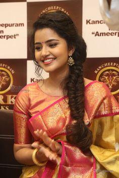 Anupama-Parameswaran-at-VRK-Silks-Launches-Photos-(48)