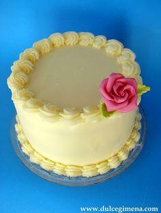 Dulcegimena: Layer cake al Kirsch con ganache de chocolate blanco y crerezas