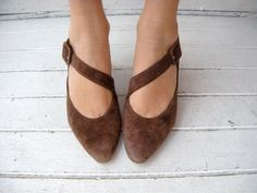 vintage brown suede crossover #shoes