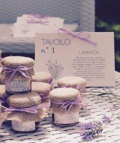 Sono deliziose e si possono realizzare in mille modi! Ottimo il miele e squisite le marmellate... sono bomboniere o segnaposto realizzate con barattolini di vetro, stoffine o carta - 19162993