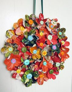 Recycled magazine pages are all you need to make this cute wreath