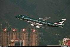 Banking over the buildings as hevvy take off at runway B-HIB. - Photo taken at Hong Kong - Kai Tak International (HKG / VHHH) [CLOSED] in Hong Kong, China in February, Great Photos, View Photos, Kai Tak Airport, Cool Backdrops, Cathay Pacific, Boeing 747 200, Netherlands, Hong Kong, Singapore