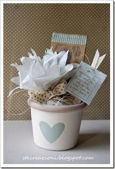 vasetto con semi by Ste Wedding Favors, Wedding Gifts, Summer Table Decorations, Little Presents, Boy Baptism, Treat Holder, Ideas Para Fiestas, My Little Baby, Box Packaging