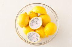 frische Zitronenschale als Teelichthalter nutzen