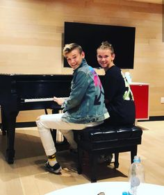 Piano my favorite instrument😍💙(I know how to play piano *a litl bit) Dream Boyfriend, Piano Player, Thank U, Cute Photos, Cute Guys, My Boys, True Love, Have Fun, Crushes