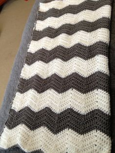 Chevron Crochet Baby Blanket: Maybe how it will look with straight stripes and blue edging (2-21-13).