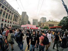 4º Grande Ato Contra a Tarifa -- RT @UsuariosMetroSP: 18h38 Ato #ContraTarifa caminha para a frente da prefeitura agora. (@L3Vermelha)