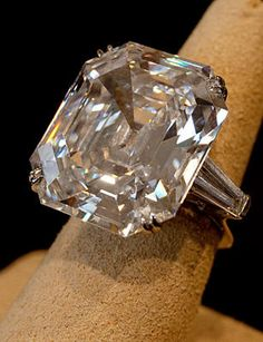 'The Elizabeth Taylor KRUPP Diamond' 33.19 Carat D (Color) VSi Clarity (FLAWLESS)