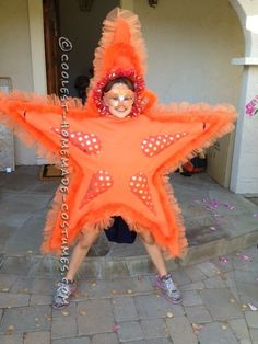 Awesome DIY Costume for Two Girls: Two Sea Stars...