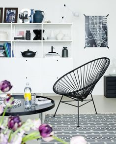 Draadstoel, kuipstoel erg gaaf! #interior #black #white #modern