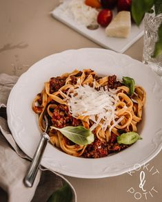 Pasta bolognese Bolognese, Spaghetti, Pasta, Ethnic Recipes, Food, Noodles, Meals, Noodle, Pasta Recipes