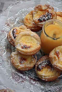 mirlitons de pâte feuilletée (puff pastry), fourrés de cheesecake au citron et amandes. - See more at: http://www.chezbeckyetliz.com/page/2#sthash.JNeGTGGg.dpuf