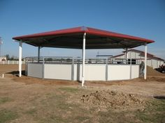 Horse Round Pens , Mare Motels and Loafing Sheds - NorCal Structures, Inc. Horse Shed, Horse Arena, Horse Stables, Horse Farms, Ranch Landscaping Ideas, Round Pens For Horses, Horse Feeder, Horse Tack Rooms, Loafing Shed