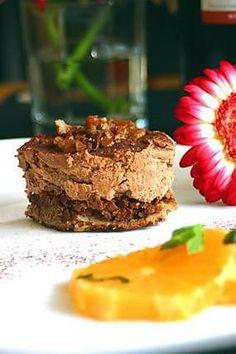 La meilleure recette de Gâteaux au chocolat adaptés de Pierre Hermé! L'essayer, c'est l'adopter! 4.0/5 (13 votes), 10 Commentaires. Ingrédients: Pour la Dacquoise:, 90 g de poudre de noisette, 100 g de noisettes (du Piémont d'après Pierre Hermé !), 100 g de sucre glace, 3 blancs d'œuf, 30 g de sucre en poudre,,  Pour le Praliné :, 100 g de dentelle de crêpe (biscuits bretons que l'on trouve en supermarchés, à défaut n'importe quel biscuit feuilleté), 50 g de beurre, 40 g de chocolat…