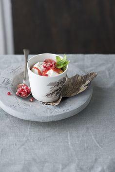 Aardbeiencoulis met Griekse yoghurt en granaatappelpitjes – Nooit meer diëten