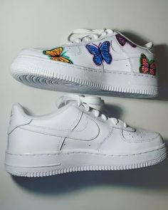 """Butterfly Kicks 🦋👟 Comment a """"🦋"""" if you want these custom Nike Shoes Photo, Cute Nike Shoes, Cute Sneakers, Shoes Sneakers, Custom Painted Shoes, Custom Shoes, Customised Shoes, Painted Sneakers, Nike Shoes Air Force"""