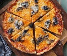 Crispy+Bar-style+Tortilla+Pizza