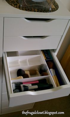 The Frugal Closet: Vanity Expand-A-Drawer Vanity Organization, Makeup Storage, Organization Hacks, Organizing Life, Organizing Ideas, Makeup Drawer, Organization Station, Vanity Makeup Rooms, Closet Vanity
